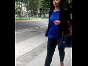 Девушки показывают сиски и пизды на улицы
