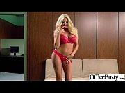 Девушка струйно кончила во время съёмок порно