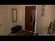 Смотреть видео онлайн скрытой камерой как девушки писают стоя в трусики