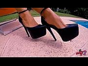 Посмотрел на красивые женские ножки и возбудился - футфетишист фото 5
