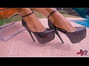 Посмотрел на красивые женские ножки и возбудился - футфетишист фото 6