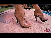 Посмотрел на красивые женские ножки и возбудился - футфетишист фото 8