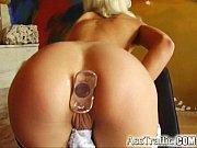 Смотреть порно ролик онлайн хозяйка трахнула фалосом свою служанку фото 618-794