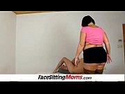 Баба с резиновым членом трахает мужика