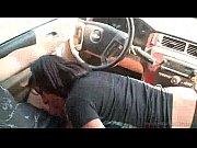 Mulata gostosa pagando boquete no carro