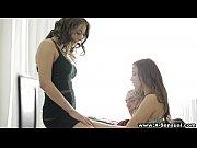 Сексуальная молодая мамочка видео
