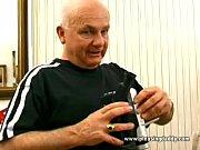 Видео женского писсинга в рот парню