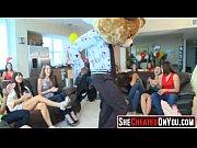 Женщины снимают лифчики и показывают сиськи видео