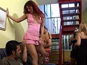Порно засовывают во влагалище разные предметы видео