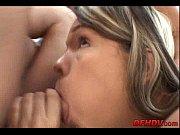 ебет девушку раком онлайн видео