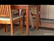 【無修正】キッチンで人参つかってオナニーするエロ主婦の無料裏ビデオ動画