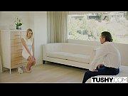 Порно видео где блондинку трахают два мужика в возрасте