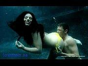 Муж снимает на камеру как толстая жена прыгает на дилдо