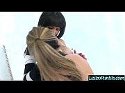 Посмотреть русское видео мама одела стринги но унее через них видно пухлую ибольшую писю