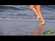 Image Safada peituda trepando na praia