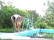 Раздевается на лавочке во дворе дома онлайн