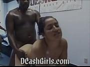 Откровенный босс присунул в вагину елду и трахнул девушку на столе
