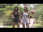 Беленькие трусики на попках девушек