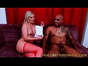 Парень трахает порно куклу видео