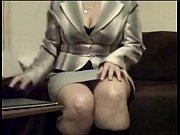 camara la a frente sofa el en desnuda se blazer con ejecutiva mujer Sexy