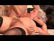 Порно показала пизду под столом и пригласила домой