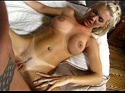 Жопастая грудастая брюнетка на кровати трахается с мужиком в позиции фото 788-997