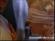 Видео как госпожа ссыт и заставляет лизать