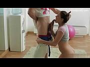 Порно видео для взрослых мать поймала сына как тот мастурбирует