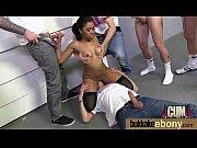 Порно на лужайке с двумя девушками адна мастурбируует вторая сасёт член парня