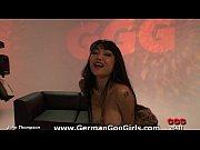 Порно видео показывает гениталии