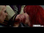 Рыжая цыпочка ласкает и делает кунилингус своей молодой подружке