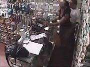 Молодая пара занимается сексом с презервативом