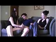 Красивый транс дрочит с брызгами себе в рот видео