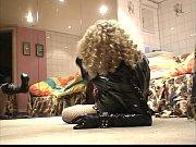 Девушка сосет член другова на глазах своего парня видео