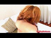Девушка кончает и писает видео