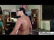 Грудастая мастурбирует онлаин