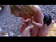 Девушка голая на публике видео