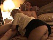 Порно видео женщина сосет у сбаки