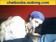 Видео голая жена смотрит как дрочит муж и кончает себе в рот