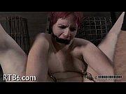Как две красивые девушки делает массаж члена видео порно