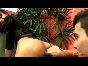 Порно ебут в очко бутылкой видео