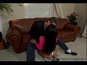 Жена раздевает подругу в чулках для секса видео