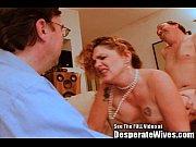 Сексуальная мамочка с короткой прической порно