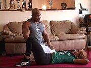 секс негра с карликом видео
