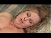Порно с зрелой теткой в подсобке