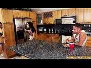 Порно видео ролевые игры жена воплощает фантазии друзей мужа фото 700-512