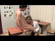 Обучение молодой русской пары в кабинете