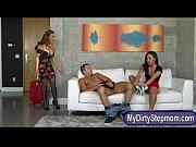 Женщина в ошейнике слизывает сперму порно видео