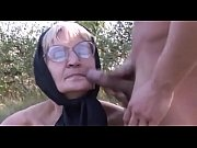 Видео крупный план обильный сквиртинг женской матки