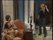 Две девки ласкают друг другу киски